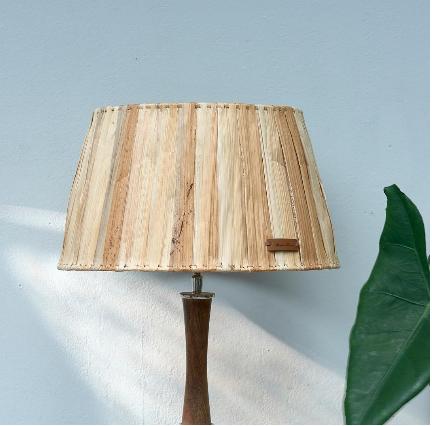 Lovely Banana Leaf Lamp