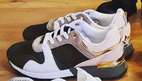 Sneaker (Gr. 38)